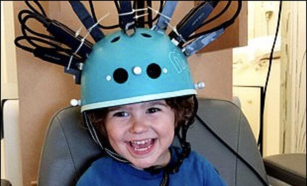 این کلاه اسکنر مغزی مخصوص بچه ها است