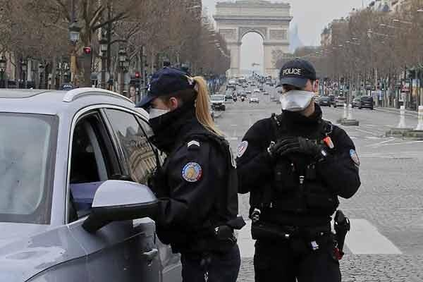 قانون کرونایی فرانسه؛ 3 سال زندان برای سرفه به صورت پلیس