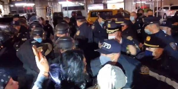 هجوم پلیس نیویورک به شرکت کنندگان در تجمع ضدنژادپرستی